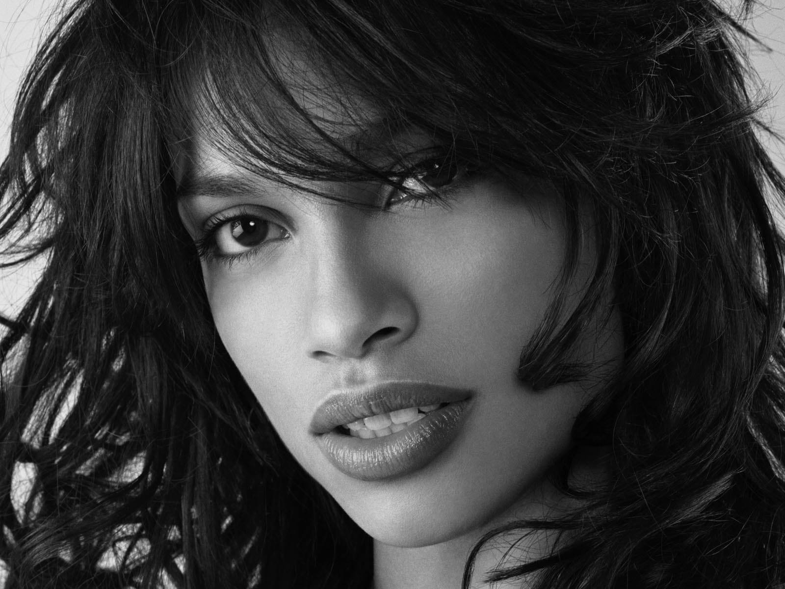 rosario_dawson_monochrome_greyscale_desktop_wallpaper-normal
